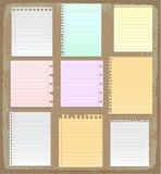 Papierblätter, gezeichnetes Papier und Briefpapier Stockbild