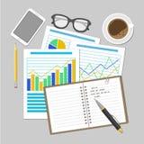 Papierblätter mit analytischen Diagrammen und Diagrammen Finanzprüfungs-Konzept, SEO-Analytik, Steuerprüfung, Funktion, Managemen Lizenzfreie Stockfotografie