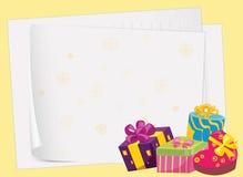 Papierblätter und Geschenkboxen Stockfoto