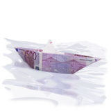 Papierboot mit 500 Euros Stockfotos