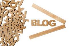 Papierbuchstaben, die Wort Blog bilden Stockbilder