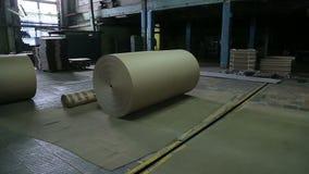Papierfabriek in verrichting stock video