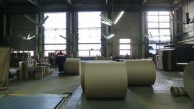 Papierfabriek in verrichting stock footage