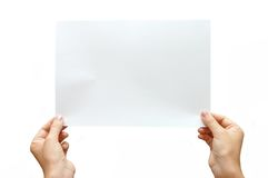 Papierfahne in der Hand getrennt auf weißem Hintergrund Stockbild