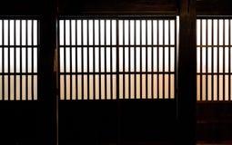 Papierfenster des alten japanischen Samuraihauses Stockfotos