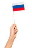 Papierflagge der Russischen Föderation in Frau ` s Hand Lizenzfreie Stockfotografie