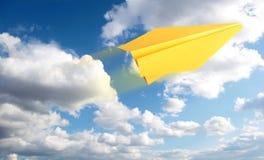 Papierflugzeug Lizenzfreie Stockbilder