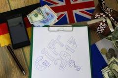 Papierform eine Beschaffenheit auf einem Holztisch mit Geschenkboxen verpackte MO Lizenzfreie Stockfotos