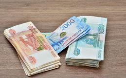 Papiergeldbenamingen, roebels, diverse benamingen, nominale waarde van één, twee vijf duizend roebels, volledig vullen stock foto