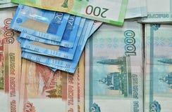 Papiergeldbezeichnungen der Rubel der Russischen Föderation, verschiedene Bezeichnungen, Nominalwert von einem, von zwei und von  lizenzfreies stockbild