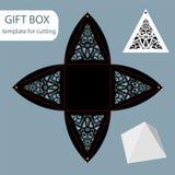 Papiergeschenkbox, Spitzemuster, Pyramide mit einer quadratischen Unterseite, Stockbild