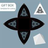 Papiergeschenkbox, Spitzemuster, Pyramide mit einer quadratischen Unterseite, herausgeschnittene Schablone, verpackend für Einzel Stockbilder