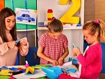 Papierhandwerksarbeit für Kinder Träumt Flug vom Kinderkindergarten Stockfoto