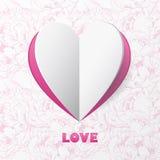 Papierherz-Liebes-Karte auf Blumen-Hintergrund. Schablone für Design Lizenzfreie Stockbilder