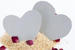 Papierherzen auf Zucker Lizenzfreies Stockfoto