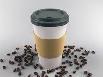 Papierkaffeetasse mit Bohnen Lizenzfreies Stockfoto