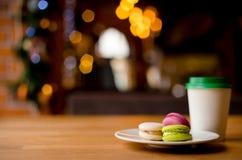 Papierkaffeetasse, zum in das Café zu gehen lizenzfreie stockbilder