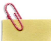 Papierklammer auf einer Anmerkung stockfoto