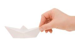 Papierlieferung in einer weiblichen Hand Lizenzfreie Stockfotografie