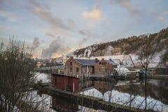 Papiermühle Saugbrugs (Skonningfoss-Kraftwerke) Lizenzfreie Stockfotos