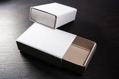 Papiermatch packt Karton-Pappweiße leere Schablone Contraast ein stockbild