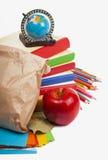 Papiermittagessenbeutel mit rotem Apfel Lizenzfreie Stockbilder