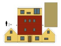 Papiermodell eines gelben Familienhauses Lizenzfreies Stockfoto
