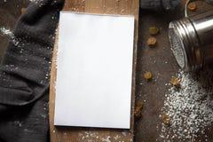 Papiernotizbuch im Küchenzubehör Stockbilder