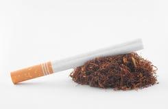 Papieros z tytoniem na bielu Zdjęcia Stock