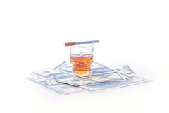 Papierosowi dolary i whisky Zdjęcia Stock