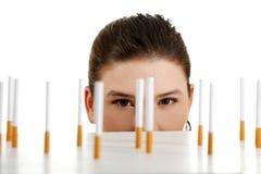 papierosy target402_0_ kobiet potomstwa zdjęcie stock
