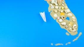 Papierowa łódź unosi się z wybrzeża Floryda zbiory wideo