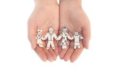 Papierowa łańcuszkowa rodzina ochraniająca obrazy stock