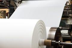 Papierowa maszyna w fabryce zdjęcie stock