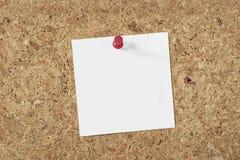 Papierowa notatka na korkowym tle obrazy royalty free