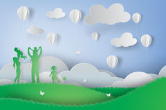 Papierowa sztuka Zielona szczęśliwa rodzina ma zabawy bawić się Obraz Stock