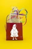 Papierowa torba jako z prezentem dla bożych narodzeń. Zdjęcia Stock