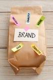 Papierowa torba z oznakować marketingowego pojęcie Obraz Stock