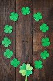 Papierowa zielona koniczynowa shamrock liścia granicy rama Fotografia Stock