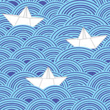 Papierowe łodzie w błękitnych dennych fala wektor bezszwowy wzoru ilustracji