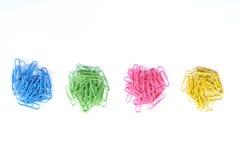 Papierowe klamerki odizolowywać na biały tle. Zdjęcie Royalty Free