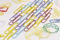Papierowe klamerki odizolowywać Zdjęcie Stock