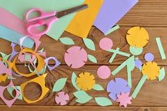 Papierowego kwiatu rzemiosło dla dzieciaków Zdjęcia Royalty Free