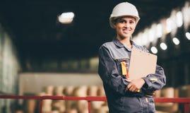 Papierowego młynu pracownik fabryczny Zdjęcia Stock