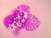 Papierowego rzemiosła kwiatu dekoraci pojęcie Kwiaty i liście robić papier Obrazy Stock