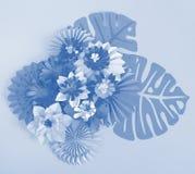 Papierowego rzemiosła kwiatu dekoraci pojęcie Kwiaty i liście robić papier Obrazy Royalty Free