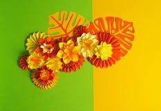 Papierowego rzemiosła kwiatu dekoraci pojęcie Kwiaty i liście robić papier Zdjęcia Stock