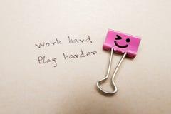 papierowej klamerki praca szczęśliwa Obraz Stock