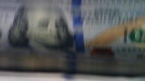 Papierowi dolary sprawdzali, ruszający się w odliczającej maszynie zdjęcie wideo
