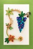 Papierowi kwiaty i winogrono robić z quilling techniką Zdjęcia Royalty Free